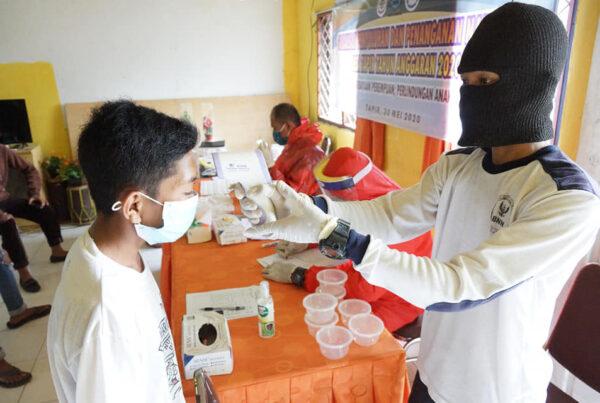 Tes Urine Mandiri Masyarakat Desa Tapir Menggunakan Dana Desa